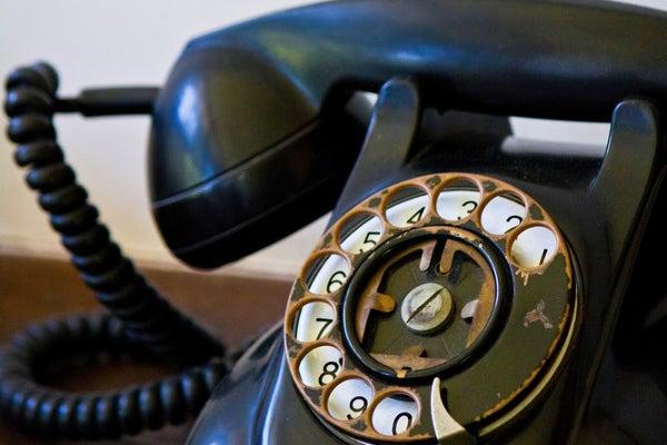 古めかしい黒電話