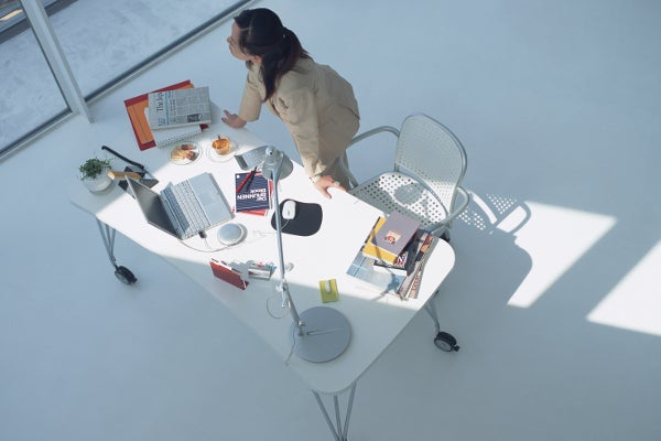 business_woman_desk_pc02