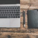 ノートPCとメモとペン