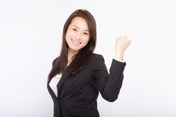 コールセンター求人に応募する女性
