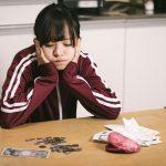 債務整理を依頼する女性