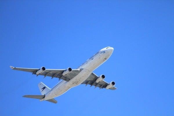 アメリカへ向かう飛行機