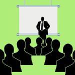 教育を受ける新人オペレーター