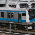 体力を奪われる通勤電車