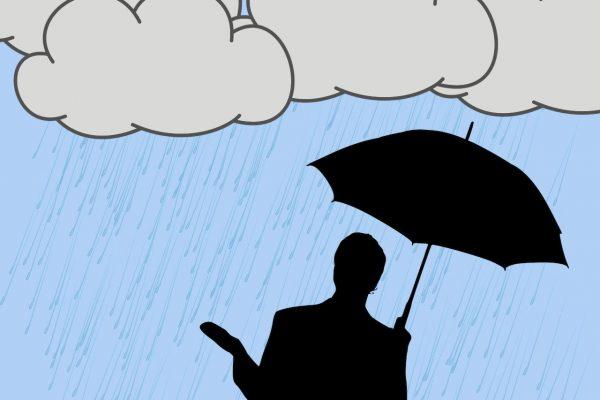 雨天に遭遇したビジネスパーソン